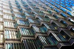 一个现代大厦的抽象建筑学 免版税库存图片