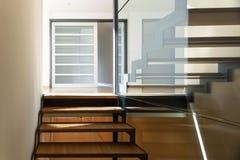 一个现代大厦的楼梯 免版税库存照片