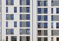 一个现代大厦的门面 免版税图库摄影
