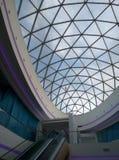 一个现代大厦的玻璃屋顶 结构上作为背景是能构成使用 库存图片