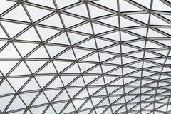 一个现代大厦的玻璃液屋顶 库存照片