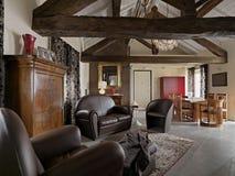 一个现代客厅的内部看法 免版税图库摄影
