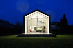 一个现代房子的外部 免版税库存图片