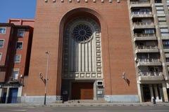 一个现代教会的门面 免版税库存照片
