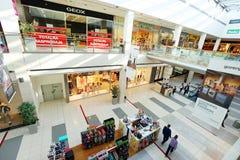 一个现代购物中心的内部 图库摄影