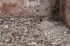 一个现代石头和砖庭院 库存照片