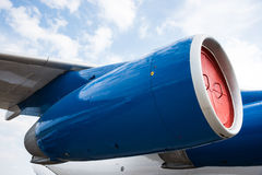 一个现代航空器的涡轮喷气引擎 免版税库存照片