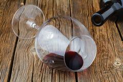 一个玻璃一半在木桌上的红葡萄酒 库存图片
