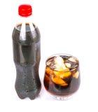 一个瓶与冰的可乐饮料 免版税库存照片
