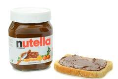 一个瓶子Nutella巧克力传播和面包 库存图片