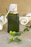 一个瓶额外处女橄榄油 图库摄影
