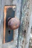 一个生锈的门把手 免版税库存图片