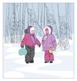 一个男孩和一个女孩在步行的冬天 免版税库存图片