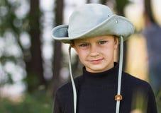 一个男孩的纵向牛仔帽的 免版税库存图片