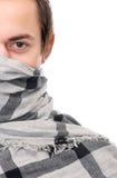 一个男性时装模特儿的半面孔画象与围巾覆盖物面孔的 免版税库存图片