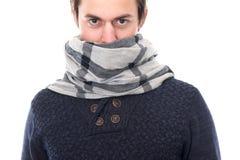 一个男性时装模特儿的画象与围巾覆盖物面孔的 免版税库存图片