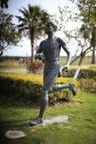一个男性马拉松运动员雕象 图库摄影