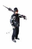一个男性滑雪者陈列如何运载充分的设备 免版税库存图片