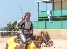 一个登上的战士在阶段乘坐在骑士节日在戈伦公园在以色列 库存图片