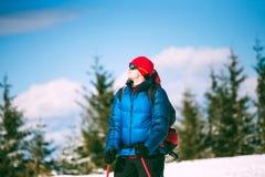 一个登山人的画象在冬天 免版税图库摄影