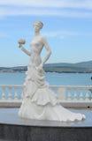 一个白新娘的雕塑Gelendzhik,俄罗斯的堤防的 库存图片