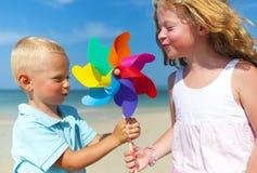 一个白种人家庭享受暑假 免版税库存图片