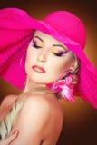 一个白肤金发的女孩的Portraite有帽子的 免版税图库摄影