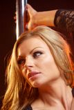 一个白肤金发的女性时装模特儿的画象 免版税库存图片