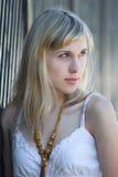 一个白肤金发的设计的纵向 免版税图库摄影