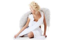 一个白色天使的衣服的美丽的女孩 免版税库存照片