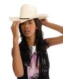 一个白色帽子的可爱的非裔美国人的妇女 图库摄影