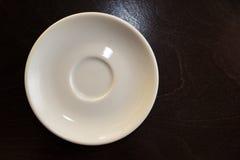 一个白色茶碟 免版税库存照片