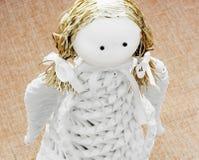 一个白色装饰纸天使的特写镜头 免版税图库摄影