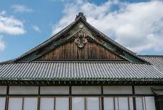 一个皇家屋顶,一部分的Nijo城堡在京都 库存照片