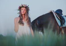 一个相当少妇的画象有browne马的 库存照片