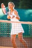 一个相当年轻网球员的画象戏剧的 库存照片