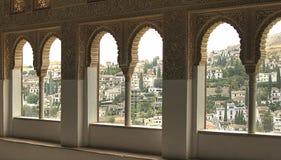 一个看法向格拉纳达通过一个窗口在阿尔罕布拉宫殿  免版税库存照片