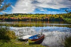 一个看法向湖在10月 免版税图库摄影