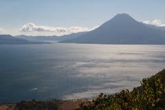 一个看法向Atitlan湖 免版税图库摄影
