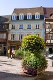 一个看法在有花构成的科尔马市 阿尔萨斯法国 免版税库存照片