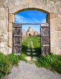 一个看法通过Panagia Kanakaria教会和修道院入口门土耳其语的占领了塞浦路斯3的边 免版税库存图片