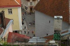 一个看法从上面在其中一条市的街道塔林 图库摄影