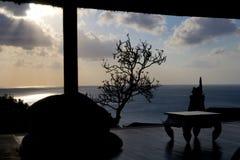 一个眺望台的剪影在巴厘岛 图库摄影