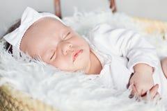 一个睡觉的婴孩的特写镜头 库存图片
