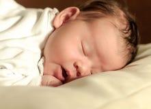 一个睡觉的婴孩的面孔 库存图片