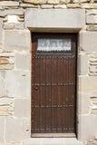一个石房子的老木门 库存图片