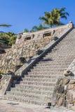 一个石楼梯的美丽的景色与玛雅装饰的 免版税库存照片