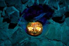 一个石适当位置的杰克O'lantern 库存图片