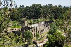 一个矿泉水装瓶厂的印象深刻的废墟废墟在Castelo诺沃村庄,贝拉Baixa省,布朗库堡区, P 免版税图库摄影