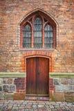 一个砖哥特式大厦的门在柏林,德国 库存图片